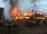 Saugose degė, įtariama padegtas, ūkinis pastatas