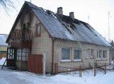 Pagėgių kaime degė gyvenamas namas, gaisre be kito turto sudegė 37 tūkstančiai litų santaupų