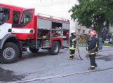 """Tariamą gaisrą """"Šilutės baldai"""" įmonėje gesino 5 ugniagesių komandos"""