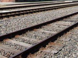 Traukinys suvažinėjo ant bėgių užmigusį vyrą