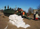 Potvynio zonoje drauge dirba šalies kariuomenės ir priešgaisrinės gelbėjimo tarnybos pajėgos