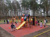 Traksėdžiuose įrengta nauja vaikų žaidimų aikštelė
