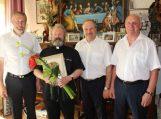 Savivaldybės vadovai pasveikino kleboną Stanislovą Anužį