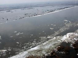 Kelyje į Rusnę vėl atsirado vandens. Jo lygis sparčiai kyla (papildyta 16.30 val.)