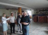 M. Jankaus mokyklos remontą apžiūrėję valdininkai: Daug plika akimi matomo darbo broko