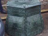 Pageidaujantiems kompostuoti biologiškai skaidžias atliekas, bus dalinami kompostavimo konteineriai