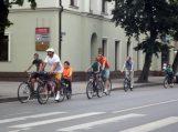 """""""Kritinė masė"""" automobilistus viliojo persėsti ant dviračių"""