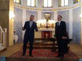 Kunigas uždainavo kartu su operos solistu Liudu Mikalausku