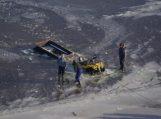 Iš sraigtasparnio pasieniečiai užfiksavo Kuršių mariose įlūžusį žvejų keturratį ir lede įšalusias gulbes