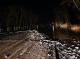 Automobilių kilnojimas kelyje Šilutė-Rusnė nutrauktas