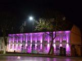 Per Lietuvą ritasi purpurinė banga – nušvito daugiau nei 30 pastatų