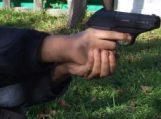 Girti vyrai šaudė į praeivius