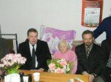 Meras sveikino 90-metę močiutę