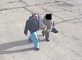 Policija prašo pagalbos atpažįstant sukčiavimu įtariamą vyriškį