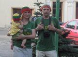 Rusniškiai susikibę giedojo Lietuvos himną