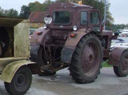 Traktorininkas iškrito iš traktoriaus ir susižalojo