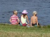 Vyriausybė pritarė, kad už vaikų nepriežiūrą tėvai galėtų būti siunčiami į kursus