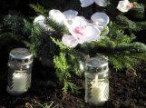 Kvietimas uždegti vėlinių žvakutes ant vienišų žmonių kapų