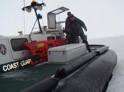 """Pasieniečių laivo """"Christina"""" įgula išgelbėjo keturis žvejus"""