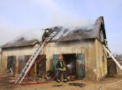 Žemaitkiemyje degė ūkinis pastatas