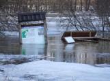 Potvynio apsemtame Žalgirių miške išvartyti ženklai. Nuotrauka Gintaro Radzevičiaus