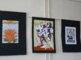 Renginio progai biblioteka pasipuošė Šilutės Vydūno gimnazijos abiturientės Simonos Kapočiūtės meniniais darbais.