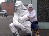 """Šilutės r. vaikų meno mokyklos Dailės skyriaus diplomantų kūrybinių darbų, erdvinių skulptūrų """"Miestiečiai"""" eksponavimas"""