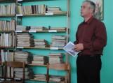 seniūnas Gintautas Stančaitis skaito poeto Broniaus Bagdono eiles