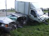 Krovininis automobilis taranavo lengvąjį automobilį ir jį nubloškė į griovį