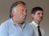 Į gyventojų klausimus merui atsakinėti padėjo tarybos sekretorius J.Jaunius (dešinėje)