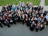 Baltijos šalių bibliotekininkų kongreso CoBaL9 dalyviai Trakuose įsiamžino bendroje nuotraukoje.