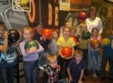 """Švėkšnos """"Saulės"""" gimnazijos pradinių klasių mokiniai žaidė tarpklasinėse boulingo varžybose."""