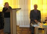 Pranešimą skaito D. Užpelkienė. Greta konferencijos organizatorius Kaliningrado regioninės lietuvių kalbos mokytojų asociacijos pirmininkas Aleksas Bartnikas. Nuotraukos F. Bajoraičio viešosios bibliotekos