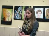 Laura Razmaitė pristato savo dailės darbų parodą. Nuotraukos Šilutės pirmosios gimnazijos