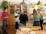 Mokiniai gamino velykinį margutį milžiną