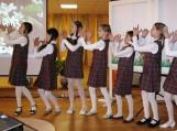 Menine programėle konferencijos dalyvius pasveikino Žibų pradinės mokyklos mokinės