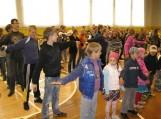 Traksėdžių pagrindinės mokyklos mokinių mankšta su Šauliuku