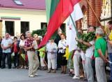 Švėkšniškiai ne tik kartu giedojo himną, bet ir dalinosi įamžintomis akimirkomis