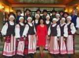 """Juknaičių seniūnijos vyresniųjų žmonių šokių kolektyvas """"Juknaičiai"""". Nuotrauka Salos etnokultūros ir informacijos centro"""