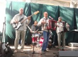 Brolių Saveljevų (Šyliai) kolektyve groja net trys muzikantų kartos. Nuotraukos Gintaro Radzevičiaus