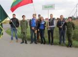 Automagistralė Vilnius - Panevėžys - Saločiai,  Pumpėnuose,  Pasvalio gatvės gale rankomis susikabino Šilutės, Tauragės, Pagėgių delegacijų pasiuntiniai