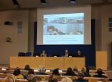 Pranešimą skaito Nyderlandų Karalystės nacionalinės bibliotekos direktorius dr. J. S. M. Basas Savenijė