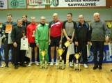 Aštuoni Šilutės rajono savivaldybės administracijos direktoriaus Sigito Šepučio įsteigti išvaizdūs sportiniai prizai įteikti nugalėtojams. Nuotrauka Edvardo Lukošiaus