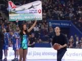 Šilutiškis Juozas Vaitkus tritaškiu laimėjo bilietą į Maldyvus. Nuotraukos Youtube.com stop kadrai