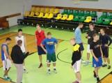 """Paskutinė Šilutės """"Šilutė"""" ekipos treniruotė prieš 2015-2016 metų Nacionalinės krepšinio lygos sezoną. Už komandos vairo treneris Petras Jonikas. Nuotraukos Edvardo Lukošiaus"""