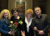 Dainuojamosios poezijos atlikėjos Liuda Kašėtienė, Žydrė Adomaitienė,  bardas Adas Nausėda  bei poetė Janina Šveikauskienė dalino poezija ir dainas apie meilę. Nuotraukos Edvardo Lukošiaus