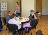 Vaikai prie puodelio arbatos klausėsi pasakojimų...