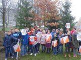 Šilutės Martyno Jankaus pagrindinės mokyklos orientacininkai džiaugiasi, kad pirmieji rajone turi specialų sportinį žemėlapį orientavimosi sportui. Nuotraukos Edvardo Lukošiaus